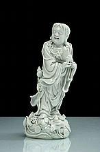 Chine Figure de Liu Hai en blanc de Chine debout sur des fleurs de lotus et des vagues, tenant son crapaud à trois pattes entre les ...