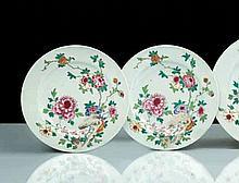 Chine Deux assiettes à décor polychrome des émaux de la famille rose de rochers percés et pivoines.