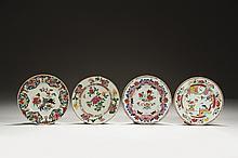 CHINE Époque QIANLONG (1736-1795) Ensemble comprenant : - Assiette en porcelaine décorée en émaux polychromes de la famille rose de ...
