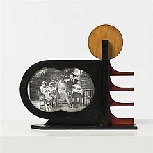 Karel Maes (1900-1974)Cadre futuristeBois peintDate de création : vers 1930H 40 × L 41 × P 8 cm