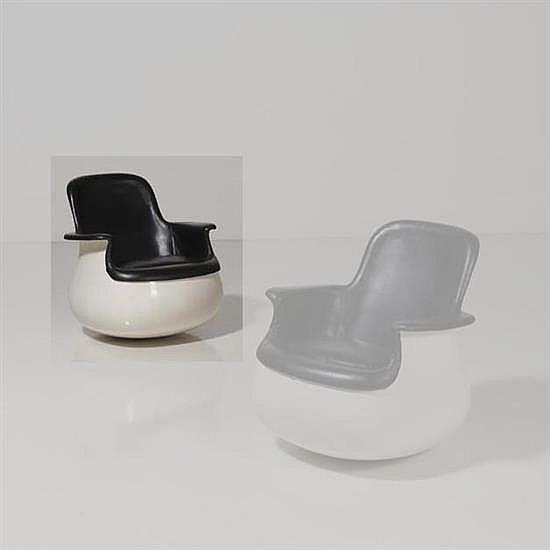 Marc Held (né en 1932)Petit CulbutoFauteuilFibre de verre, polyester, coussin mousse tapisséde cuirEdition KnollDate de création : 1...