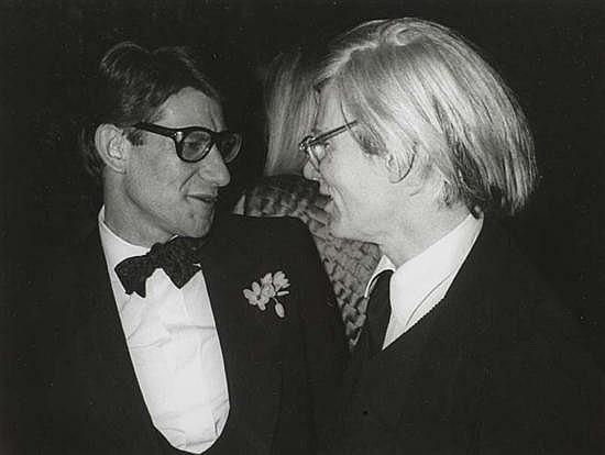 Guy MARINEAU (né en 1947) Andy Warhol et Yves Saint-Laurent, années 1980 Tirage argentique des années 1990 sur papier baryté. Encadr...