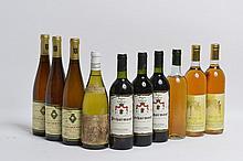 Ensemble de 10 bouteilles   3 bouteilles PECHARMANT,   2 bouteilles MUSCAT DE RIVESALTES,   2 bouteilles SPATLESE, 1990   1 bouteille SPATLESE , 1992   1 bouteille VIN BLANC (SE)    1 bouteille POUILLY-LOCHE, P.André 1984