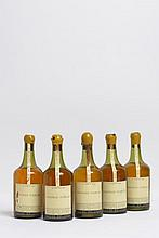 3 bouteilles ARBOIS Vin jaune, Chateau D'Arlay 1953 (MB, 1 caps. cire cassée)   2 bouteilles ARBOIS Vin jaune, Chateau D'Arlay [1947 et 1959] (1 1947 MB/B, 1 1959 MB/B)