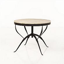 René Prou (1889-1947) Table RFer forgé et travertin Date de création : années 1980 H 74 × Ø 91 cm