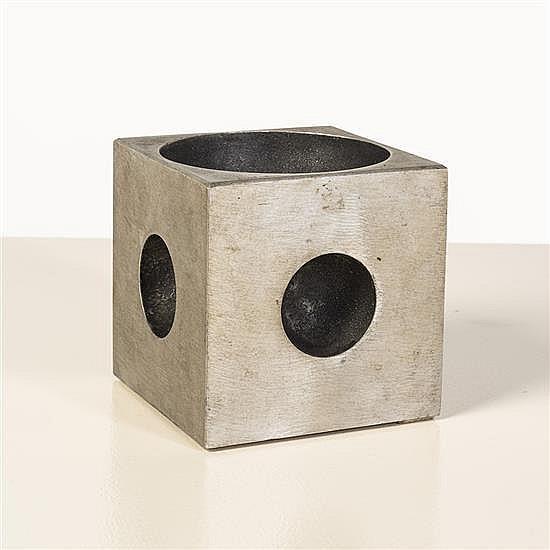 Lorenzo Burchiellaro (né en 1933)Sculpture cubique à ouvertures sphériques