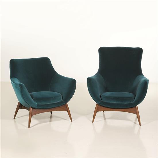 Gigi Radice Suite de deux fauteuils Bois et velours Edition Flexform Date de création : années 1960 H 81 × L 86 × P 68 cm...
