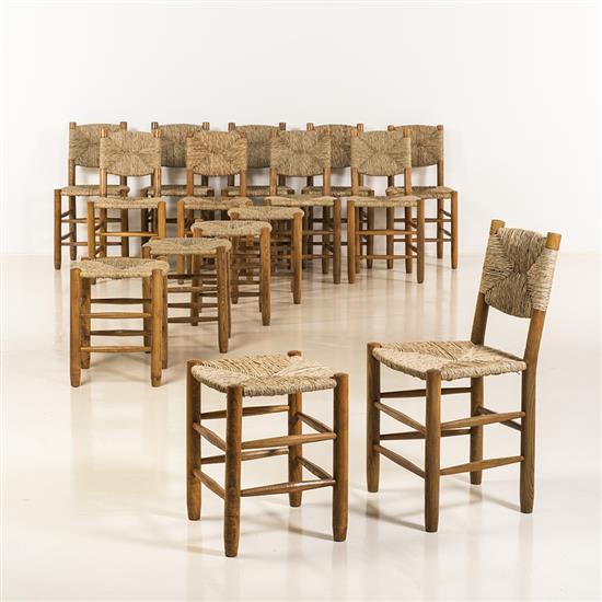 Charlotte Perriand (1903-1999) Modèle 19 Suite de dix chaises et cinq tabourets Bois et cannage Date de création : 1939 H...