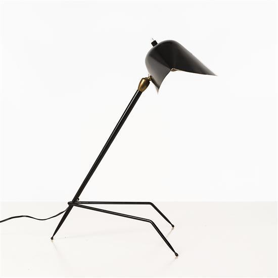 Serge Mouille (1922 - 1988) Trépied Lampe de table Métal laqué et laiton edition Steph Simon Date de création : 1954 H 46 × L 29 × ...
