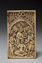 Rare plaque de couverture de tablettes à écrire en ivoire sculpté en bas-relief représentant le Jeu de
