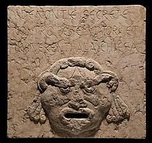 Rare plaque d'une bouche de dénonciation ou bouche de vérité, bocca del leone (bouche de lion), en marbre rose