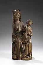 Belle Vierge à l'Enfant en chêne sculpté en partie polychromé et avec traces de dorure