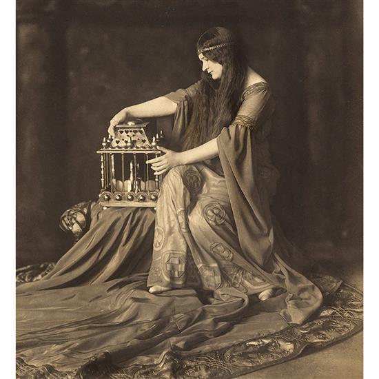 Frantisek Drtikol (1883-1961)Portrait de Naskova Ruzena (1884-1960)