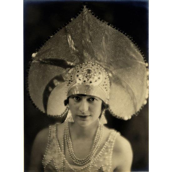 Laure-Albin Guillot (1879-1962) Sans titre, (Portrait présumé de la princesse Maria KLAVDIEVNA TENICHEVA ) Épreuve argentique noir e...