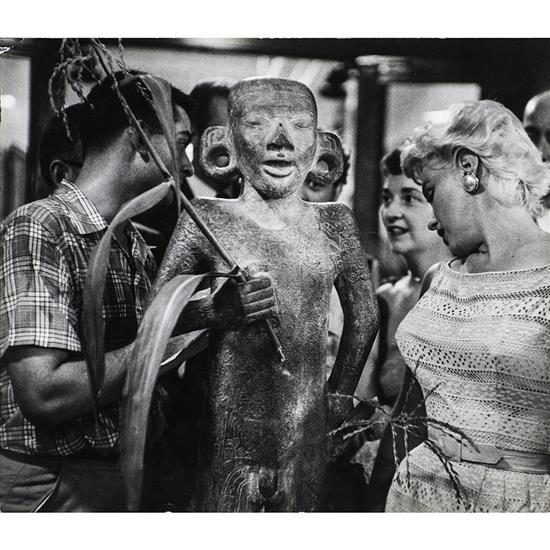 Eve Arnold (1913-2012)Marylin Monroe admires a mayan statue hold God
