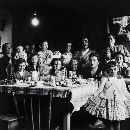 Virxilio Vieitez (1930)Sans titre, Repas de fête en famille en intérieur