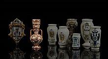 Manises Vase balustre à long col muni de deux anses à décor ocre lustré sur fond chamois d'oiseaux fantastiques parmi des feuilles