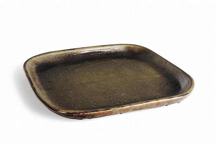 PIERRE CULOT (1938-2011) Plat rectangulaire Terre cuite émaillée. Vers 1970. L_44 cm P_46 cm