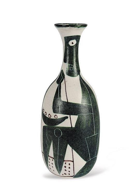 GUIDO GAMBONE (1909-1960) Vase bouteille. Grès émaillé polychrome à motif de personnages. Signé. Vers 1955/60. H_39 cm D_15,2 cm...