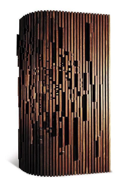 CHRISTOPHE GEVERS (NE EN 1928) Paire de portes « sculptures » Bois sculpté. Vers 1980. H_283 cm L_172 cm (x2) P_40 cm