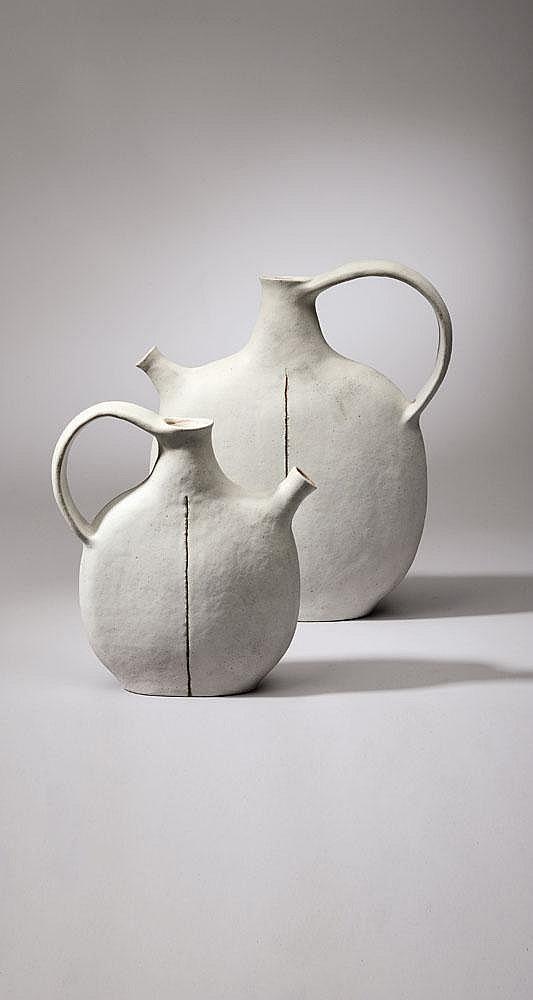 BRUNO GAMBONE (NÉ EN 1936) Ensemble de deux céramiques en Grès blanc H_45 cm L_44 cm P_7 cm H_34 cm L_27 cm P_5 cm