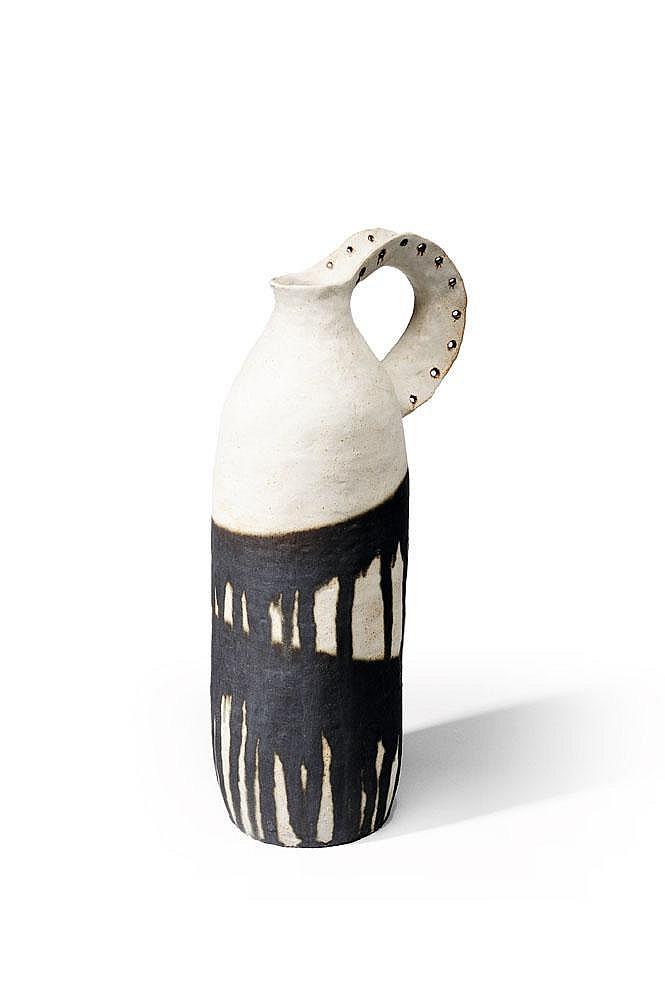 BRUNO GAMBONE (NÉ EN 1936) - Pièce unique Céramique en Grès blanc et noire 2008 H_57 cm Diam_18 cm