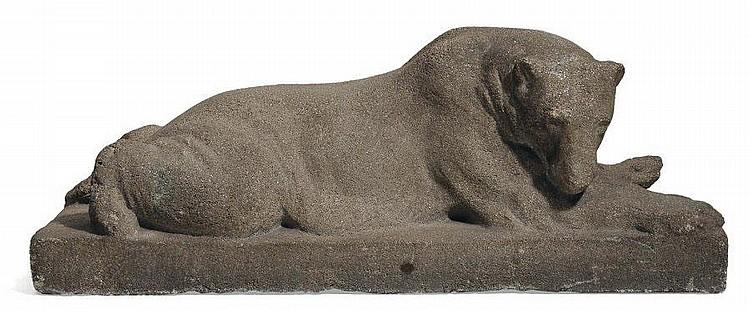 JOSEPH FRANZ PALLENBERG (1882-1946) L'ours polaire Sculpture en pierre reconstituée, signée sur la terrasse. H_17,5 cm L_44 cm P_1...
