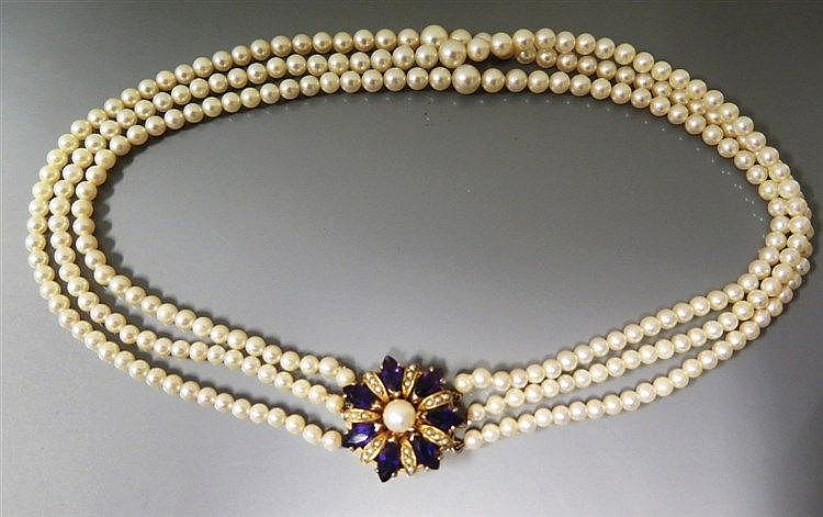 A Three Strand Cultured Pearl Choker with a 9ct go