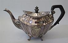 A Victorian Silver Teapot, Sheffield 1899, Joseph Rogers & Sons, 679 g