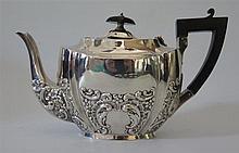 An Edward VII Silver Teapot, Birmingham 1905, Jones & Crompton, 501 g