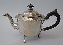 A Victorian Silver Teapot, London 1898, Mappin & Webb, 307 g