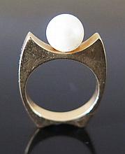 A Precious Yellow Metal and Pearl Ring, size L, 5.5 g