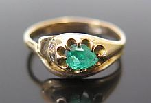 An Emerald Snake Ring with diamond eye (one missing) in a 15ct yellow gold