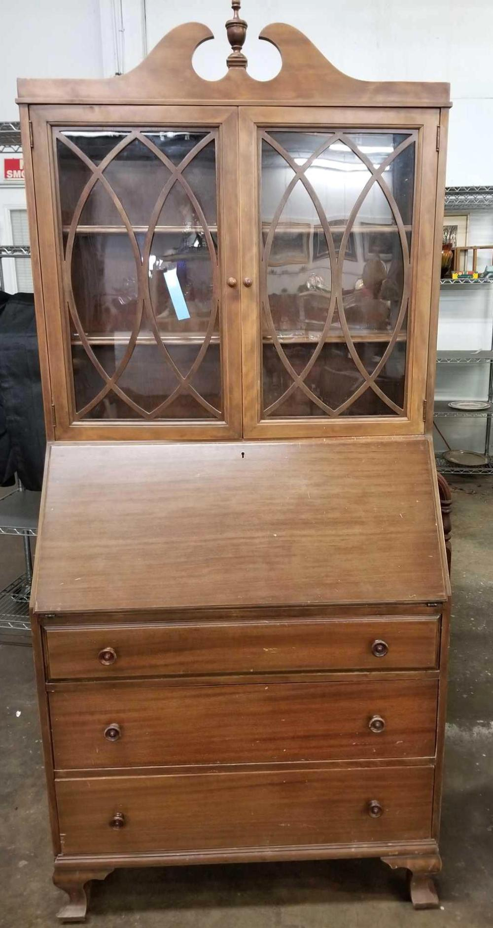 1970'S VINTAGE CHIPPENDALE STYLE DROP FRONT SECRETARY BOOKCASE