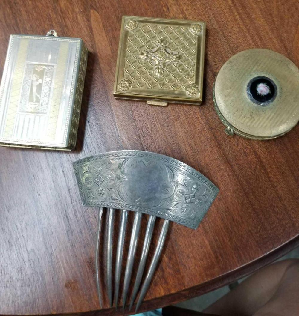 VINTAGE LADIES COMPACTS & HAIR COMB - 4 ITEMS