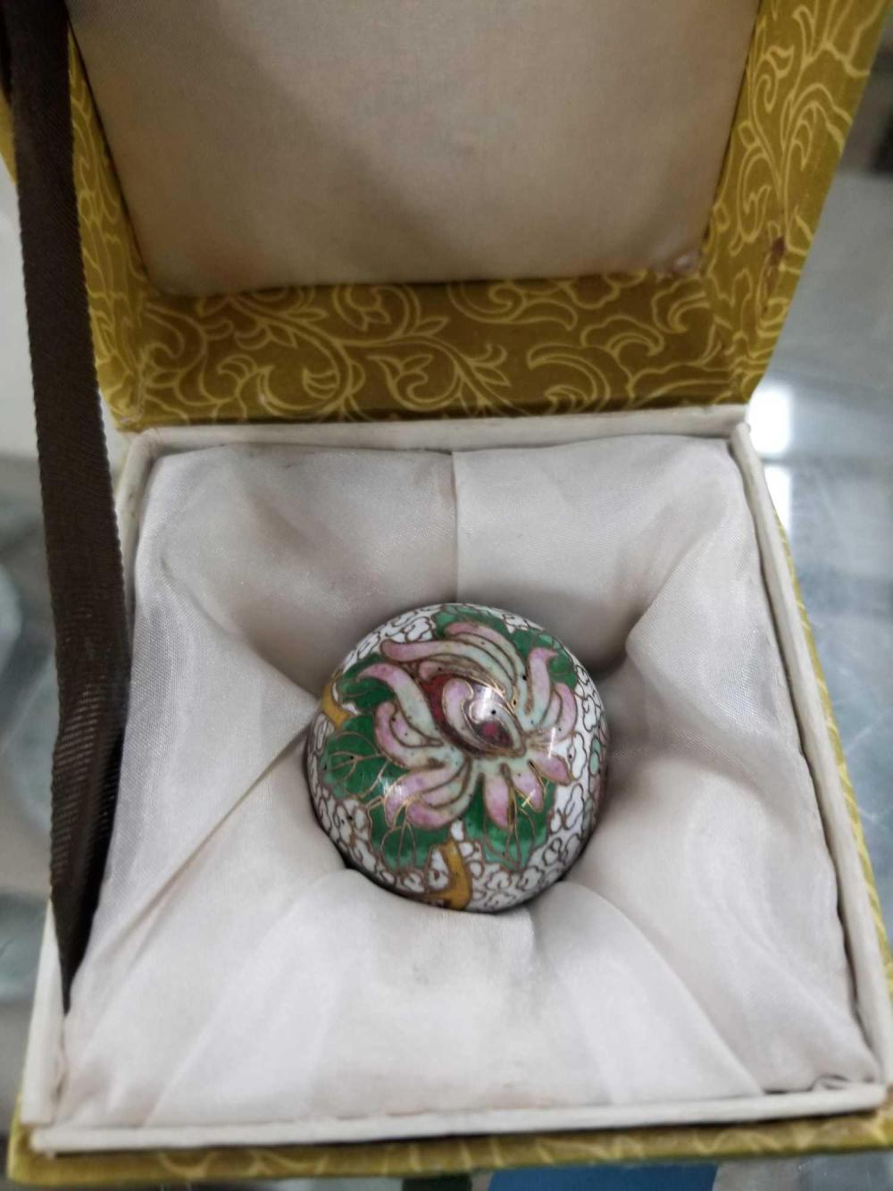 "CLOISONNE 1 1/4"" BEAD IN A PADDED BOX"