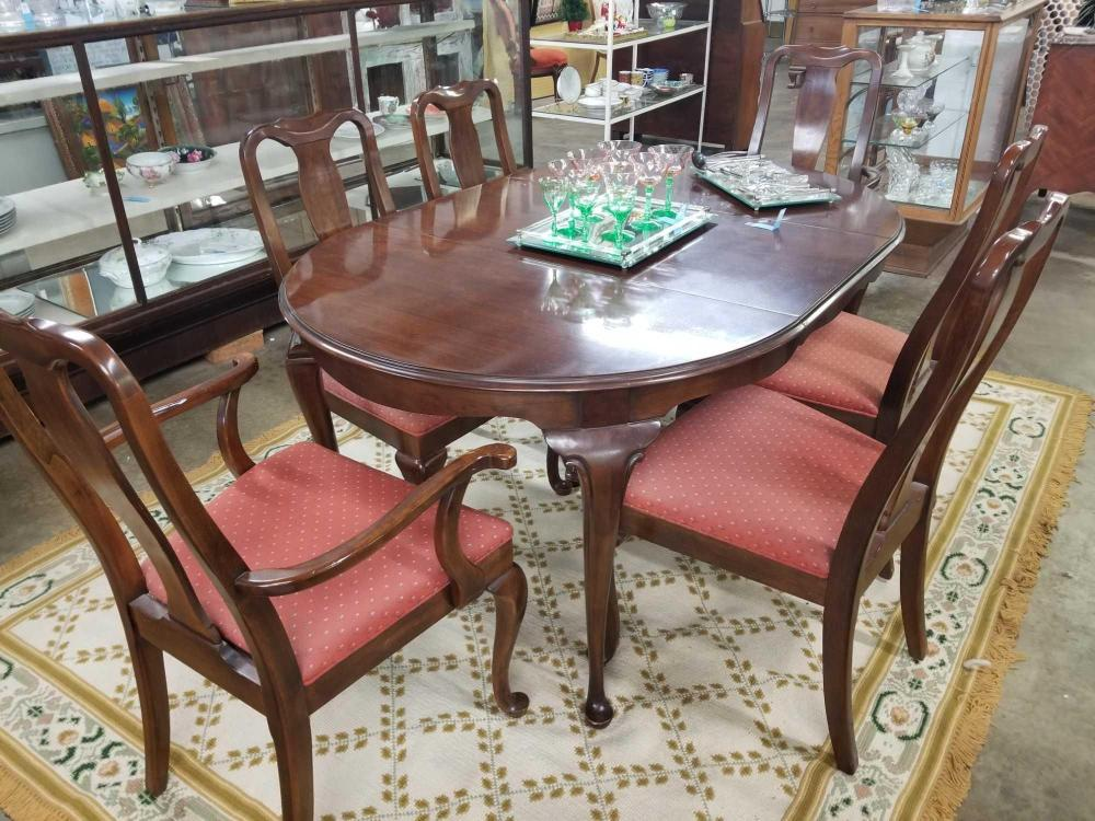DREXEL HERITAGE FURNITURE QUEEN ANNE DINING TABLE & 6 CHAIRS