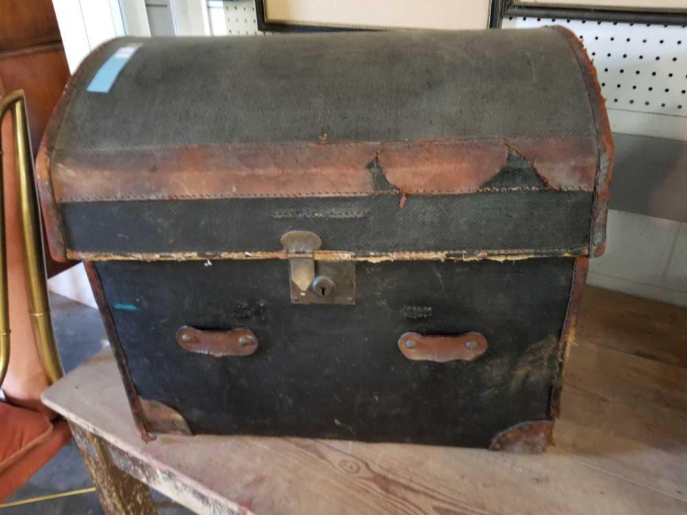 VINTAGE LEATHER COVERED WICKER TRUNK W/ LIFT OUT TRAY