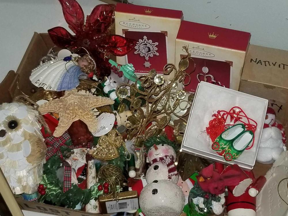 LOT OF ASSORTED CHRISTMAS ORNAMENTS