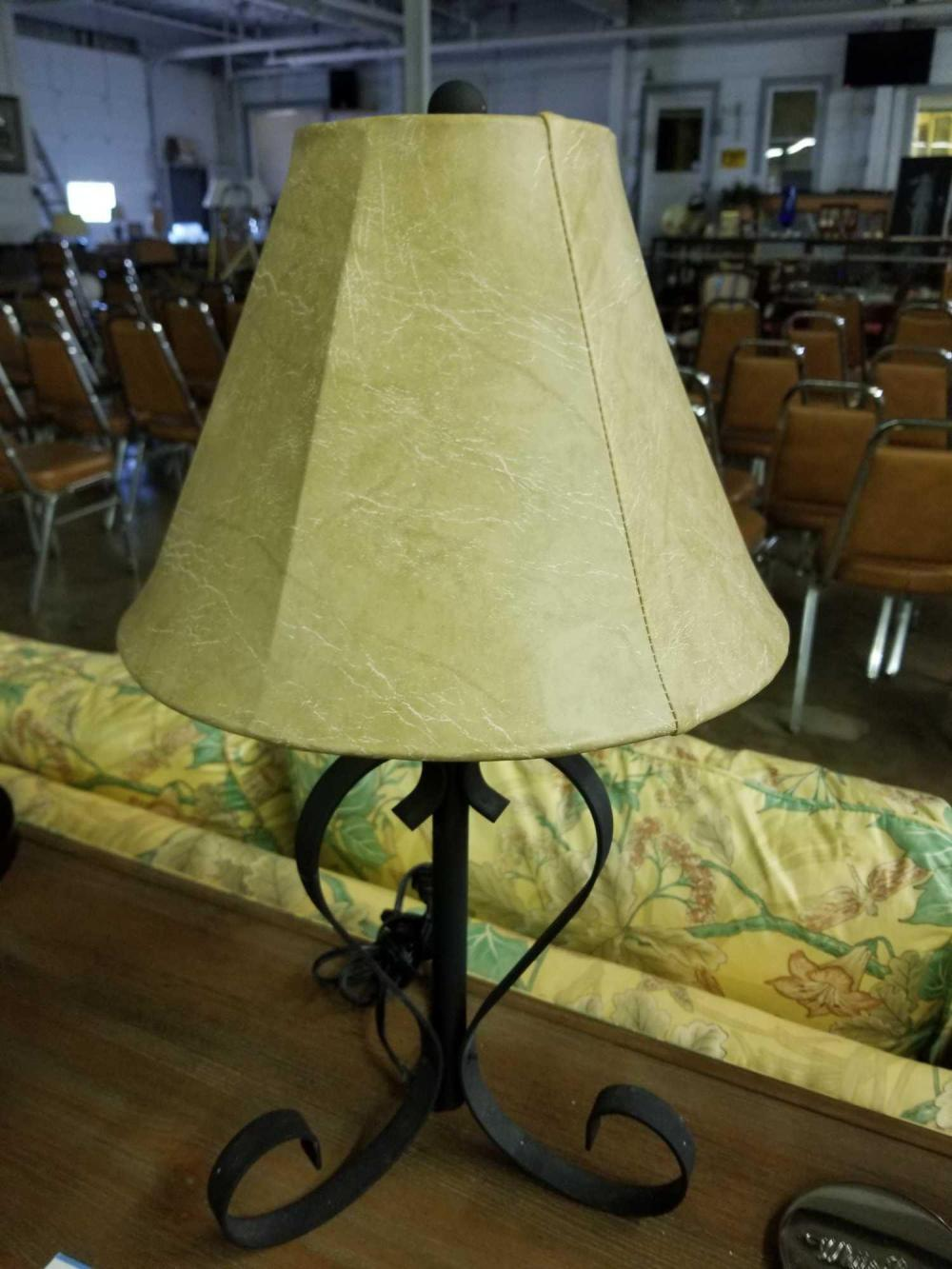 WROUGHT IRON DECORATOR TABLE LAMP W/ SHADE