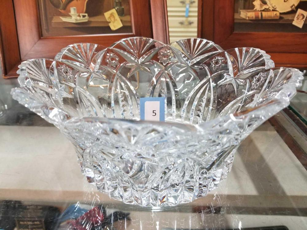 LEAD CRYSTAL CENTERPIECE BOWL