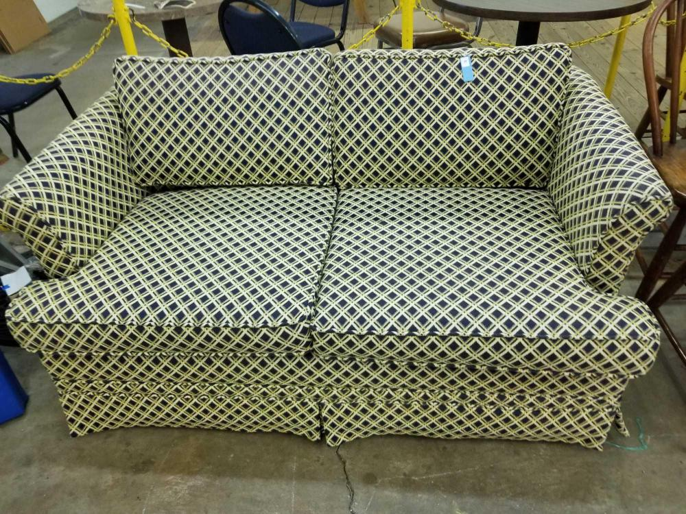 SIMMONS LOVESEAT HIDE A BED