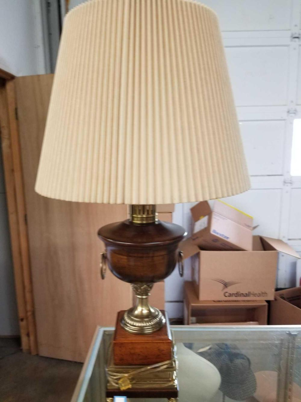 DECORATOR TABLE LAMP W/ PLEATED SHADE