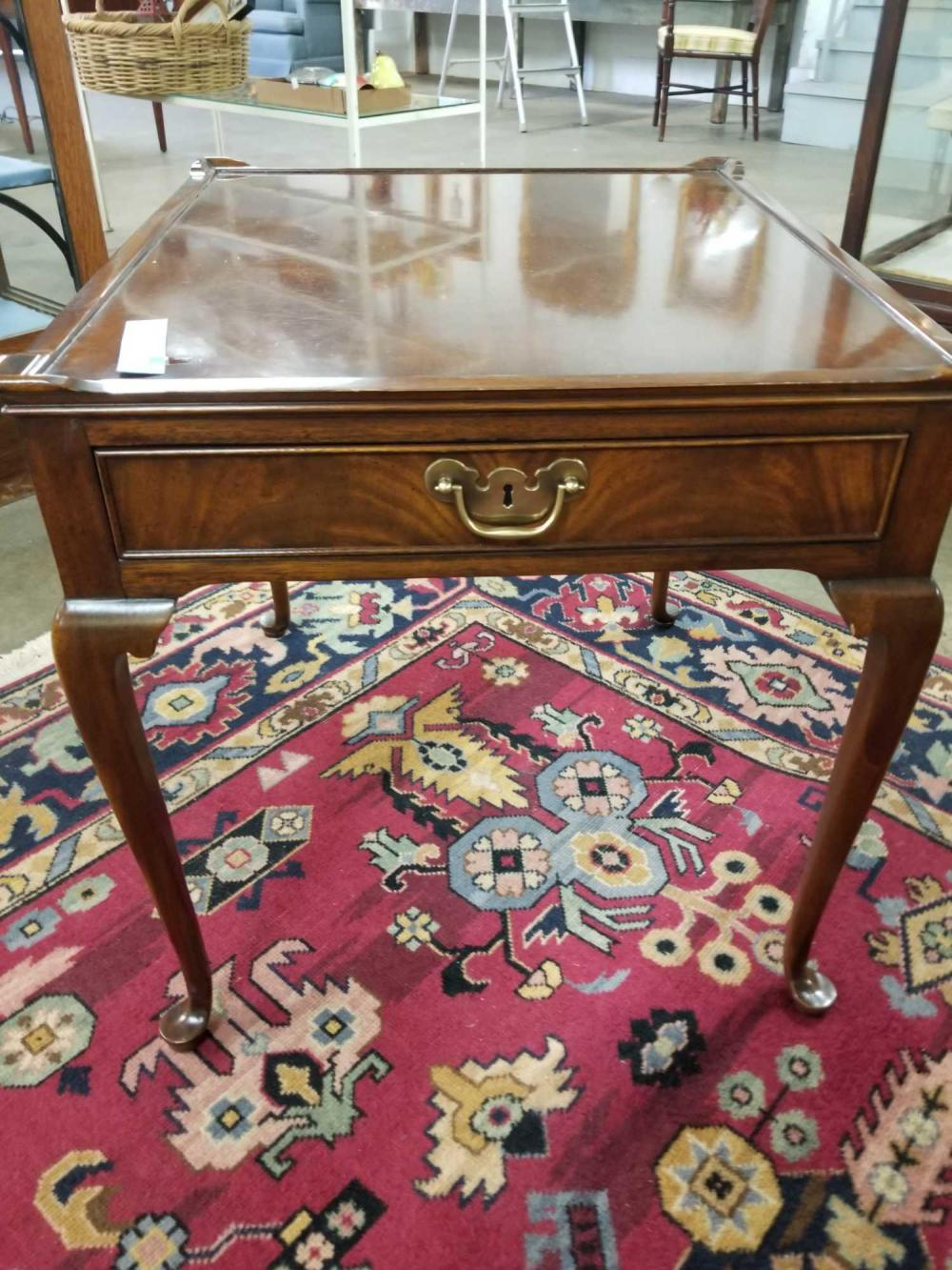 WELLINGTON HALL MAHOGANY QUEEN ANNE STYLE LAMP TABLE