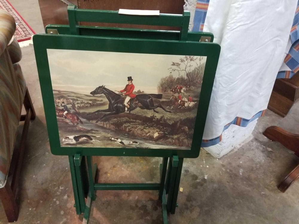 PAINTED HUNT SCENE TV TRAYS & STAND