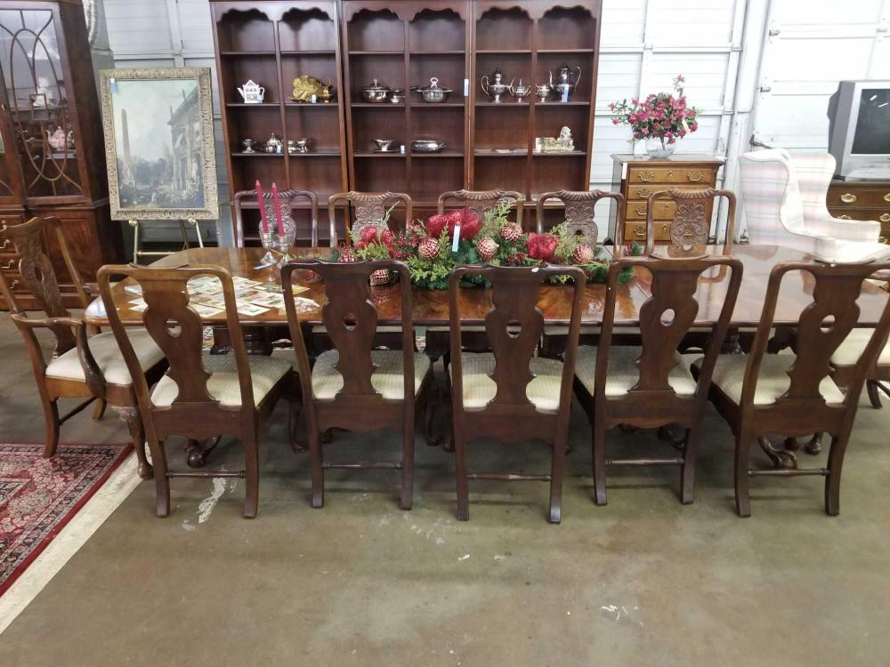 HENREDON QUEEN ANNE DINING TABLE & 12 CHAIRS