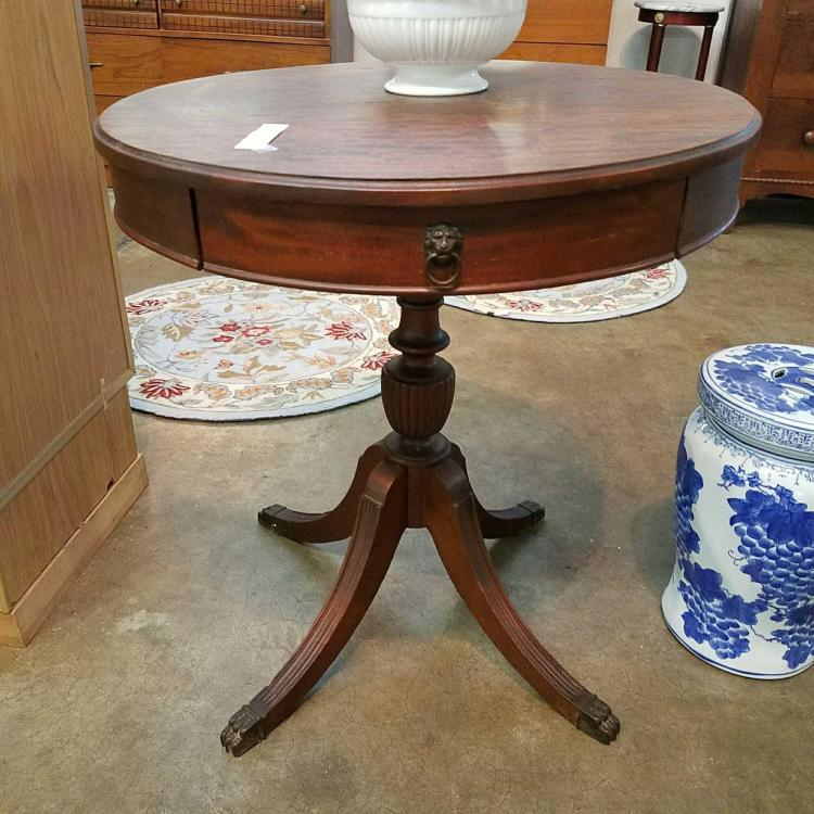 Duncan Phyfe Round Table With Drawer.Vintage Duncan Phyfe Round Lamp Table W Single Drawer