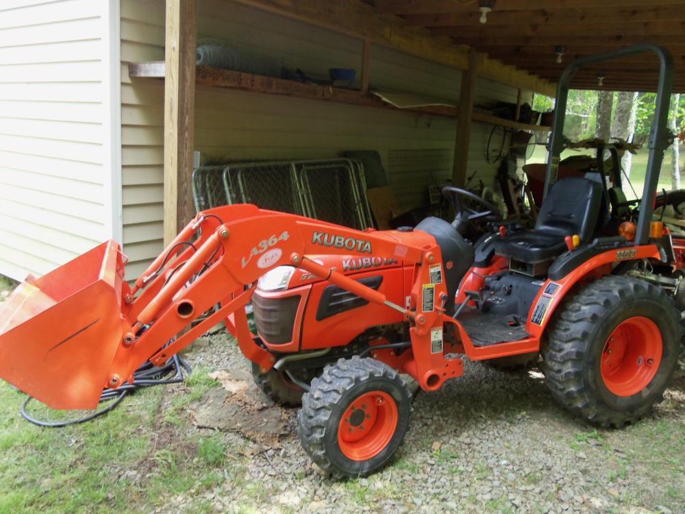 2008 Kubota B2620 HSD Tractor w/ LA364 Front-End Loader