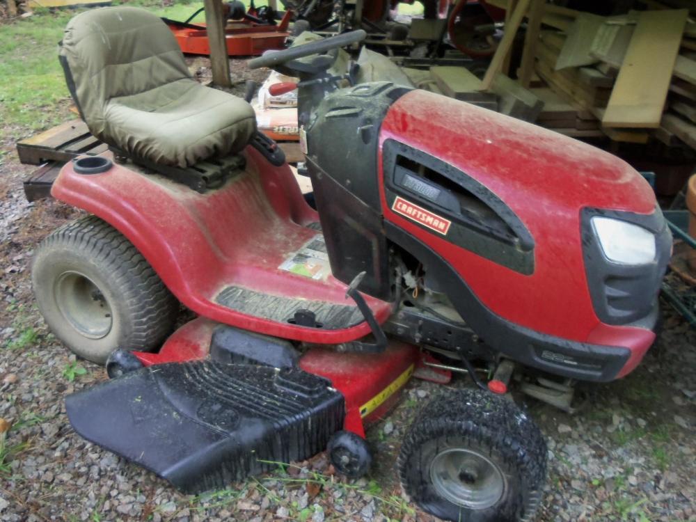 """Craftsman YT-3000 Lawn Tractor w/ 46"""" Deck"""