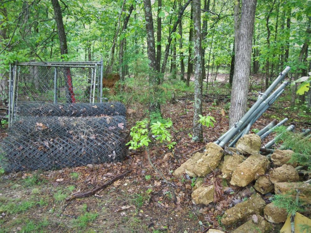 5' Chain Link fence w/ 26 posts